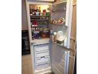 Whirlpool integrated 50/50 fridge freezer