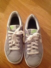 Nike trainers size UK 4