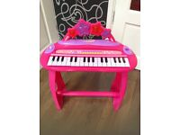 Childs play piano keyboard. Working. Battery cover underneath is missing. Just needs batteries