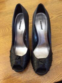 Ladies black dress shoes size 5 38 EU