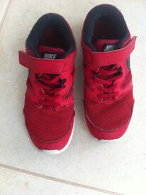 Nike Trainsers Kids size 1.5UK / 33.5 EUR