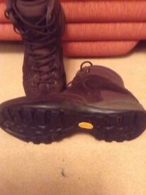Mens Goretex boots , mint condition, size 8 eu size 42