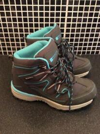 Mountain warehouse boots size 2