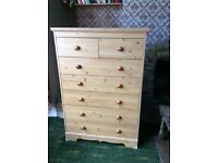 Chest of drawers. Pine effect. 2 over 5 drawers.
