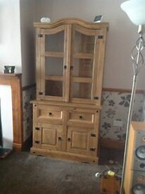 Wooden display unit with drawers
