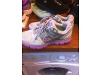 Nike trainers size 5 ladies/girls