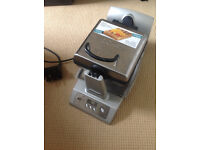 Domo Rotating Belgian Waffle maker **PRICE REDUCED**