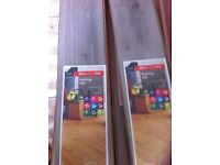 BRAND NEW GOOD QUALITY LAMINATE FLOORING 10 PACKS WITH 10 SLATS EACH IN THEM