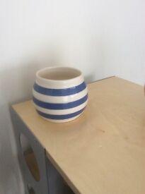 Vintage kitchenalia, basins and glass jugs