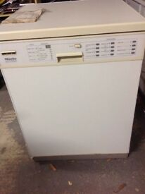 Miele dishwasher free standing G595SC White excellent machine 6cm width.