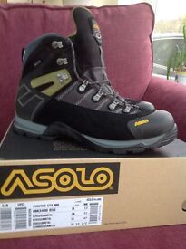 Walking boots- Mens Asolo Fugitive GTX boots, size 12