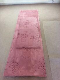 "Dusty pink carpet remnant 25"" x 85"" (640 x 1600)"