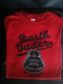 "Boys or girls beautiful plum red brand new Uniqlo Darth Vader ""Dark Lord"" T-Shirt age 9-10"