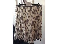 White and grey pattern skirt size 20