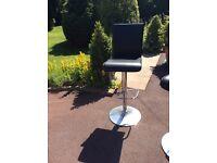 Bar stool, adjustable height