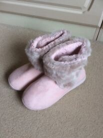 LADIES PINK SLIPPERS SIZE 6 BRAND NEW £4.00 ono