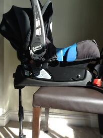 Britax infant carrier with Isofix base - like new condition