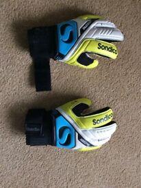 Sondico aquaspine sports goaly gloves