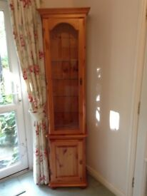 Pine, living/dining room cabinet with 2 shelved, locking cupboards, excellent condition