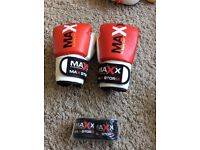 Boxing gloves 10oz and wraps