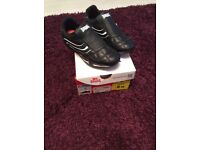 Brand new black Lonsdale trainers size 3