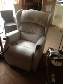 HSL Linton Grande Duel Rise and Recline Chair. Excellent condition.