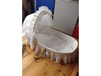 Lovely moses basket (5 sheets included) - no stand