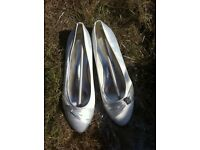 Brand new. Size 7. Wedding shoes.