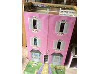 Barbie Dollshouse with separate garage and pink car