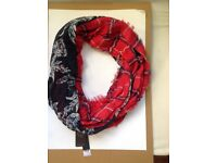Joblot Womens Beautiful Stylist Scarf Red and Black Colour (25 Pcs) Hounslow TW3