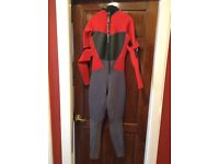 Gul adjustable wetsuit. Anotomic Revolution design.Small 86-91cm chest. Young medium teenager