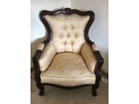 REPRODUCTION ANTIQUE MAHOGANY FINISHED QUEEN ARM CHAIR WITH GOLD DAMASK UPHOLSTERY