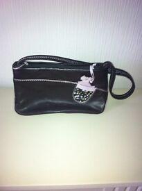 womans radley shoulder bag