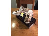 Mens size 9 camouflage Converse