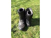 Motorcycle Boots; Akito in black.