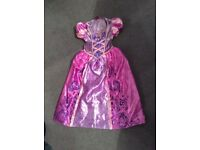 Girls rapunzel dressing up costume excellent condition age 5 to 6 years