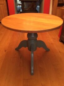 Round oak table with four chairs