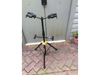 Auto Grab Duo guitar stand