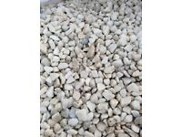 20 mm white Spanish marble garden and driveway chips/ gravel