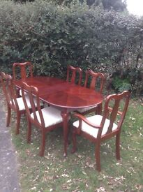 Lovely mahogany table and 6 chairs