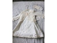 BNWT GIRLS IVORY 3 PIECE CHRISTEN8NG OUTFIT. AGE 4 FROM TOP DESIGNER LITTLE DARLINGS. RRP £140