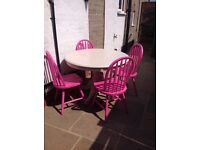 White wood chunky round table (109cm) & 4 wooden pink chairs