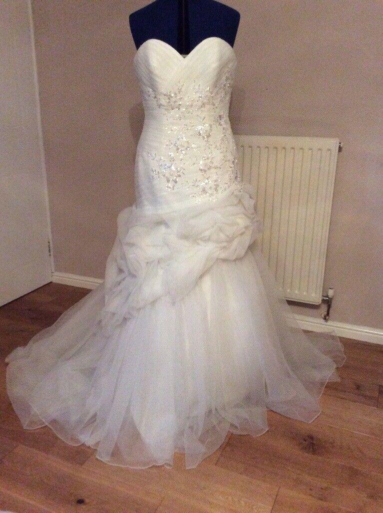 Who Designed Megan S Wedding Dress.Julian And Adam Wedding Dress Megan Size 14 New Unworn In Barry Vale Of Glamorgan Gumtree