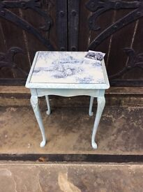 Pretty vintage side table