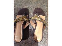 Clarks size 7 flip flop sandal