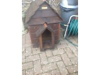 Pets wooden house top comes off suit small dog or cat etc