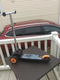 """eco"" Grey, Black & Orange Scootet"