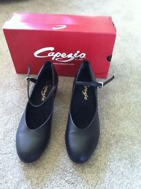 Character dance shoes capezio in black