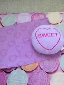 Single Love Hearts bed set & cushion