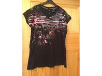 2 XL ladies Bench t-shirts